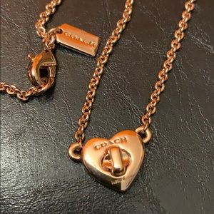 COACH Short Pave Turn lock Heart Rosegold Necklace